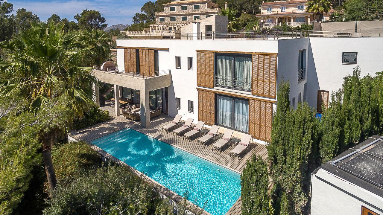 Villa in mallorca an32 villa sleeps 8 villa in port for Holiday villas mallorca