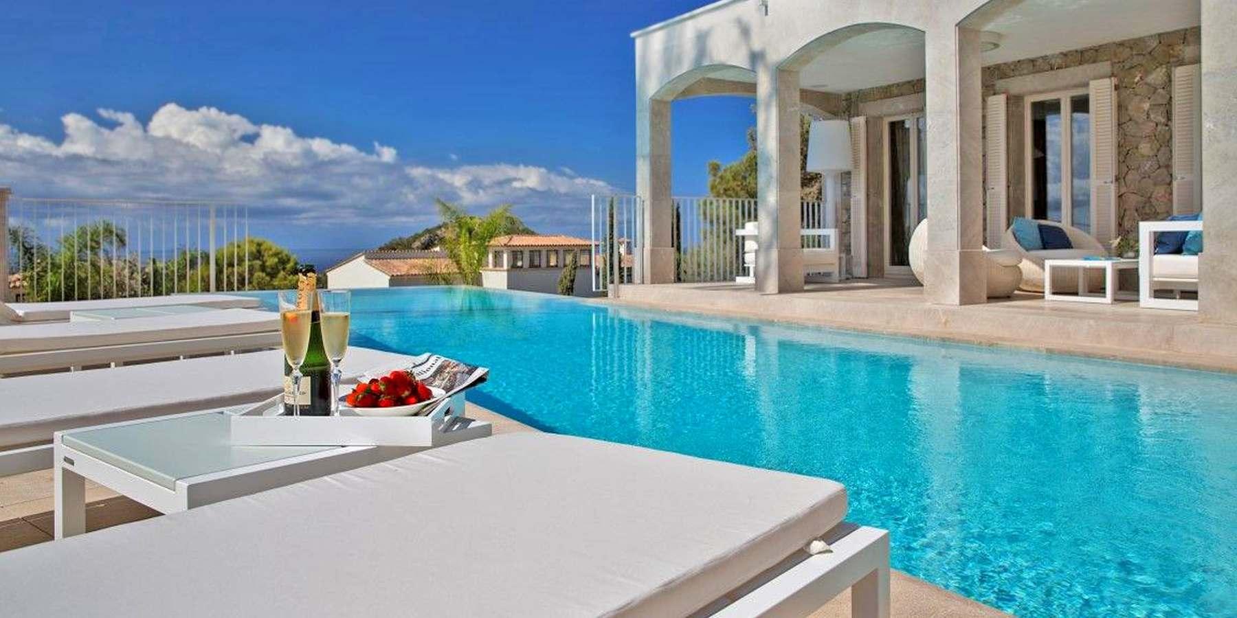 Villas in mallorca villas for holiday rentals in majorca for Holiday villas mallorca